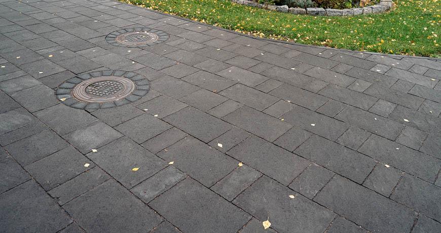 Finlandia-kivisarja-Classic-kartiot-kaivon-ymparilla
